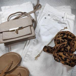 GAP WHITE JEANS (10 )😍🥰
